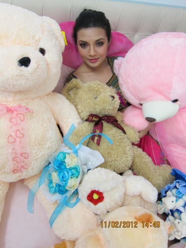 Gambar-Neelofa-dan-teddy-bear
